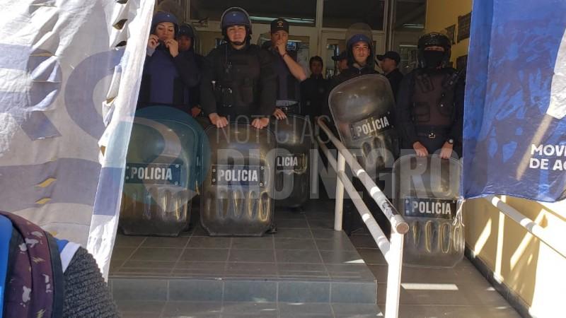 general roca, policia, PROTESTA