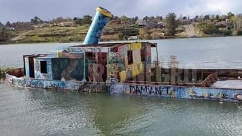 viedma, sudestada, barco hundido