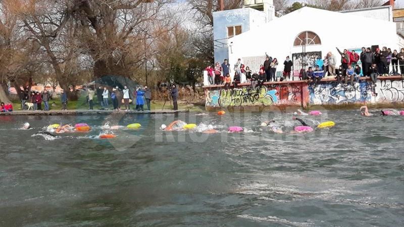 nadadores, aguas frias