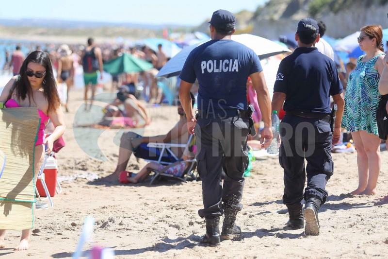 policias, playa