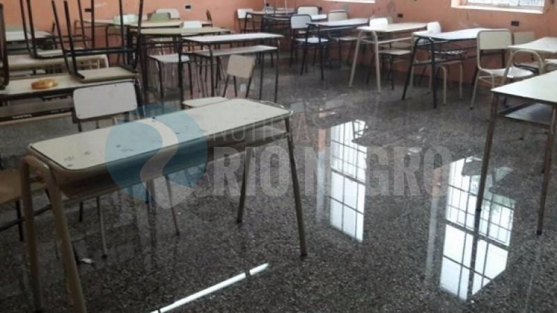 escuela, lluvia, INUNDADA, AULA