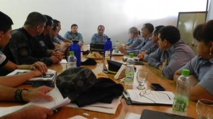 policia de rio negro, reunión, uniformes