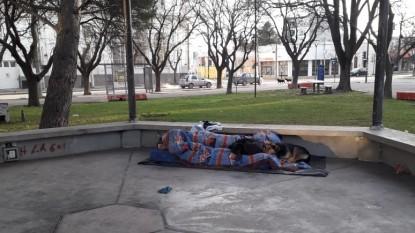 viedma, plaza san martin, indigente