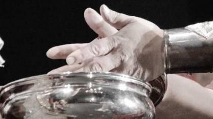 manos, poncio pilato