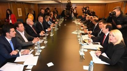 Weretilneck, gobernadores, oposicion