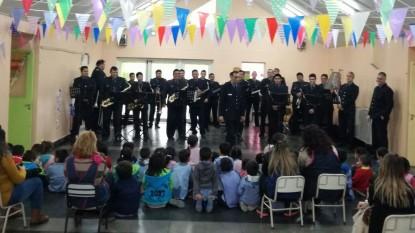 policia, banda, jardin de infantes