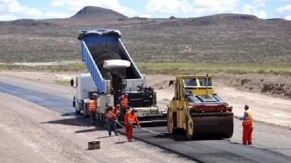 asfaltando ruta vialidad