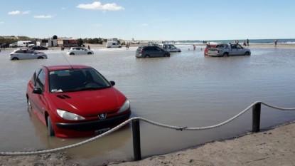 Las Grutas, autos, marea