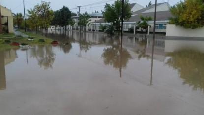 general conesa, lluvia, calle anegada
