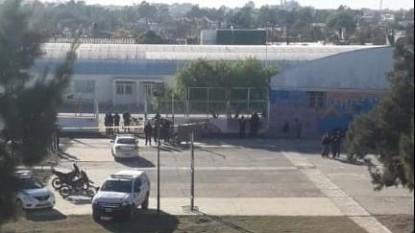 escuela, barrio ceferino, suicidio